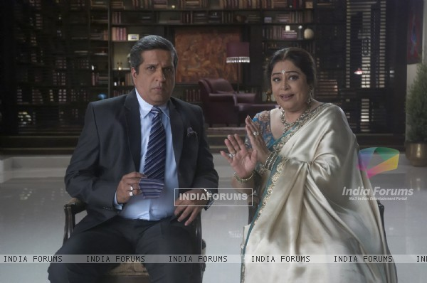 Darshan Jariwala and Kirron Kher in Ajab Gajabb Love