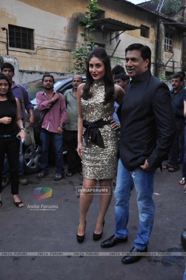 Kareena Kapoor and Madhur Bhandarkar promoting Film Heroine on The Sets of Dance India Dance