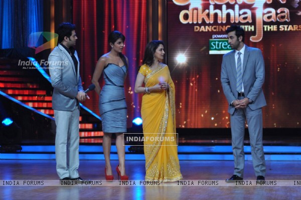 Manish, Priyanka, Madhuri & Ranbir at Film Promotion Barfi on Set of Jhalak Dikhhla Jaa