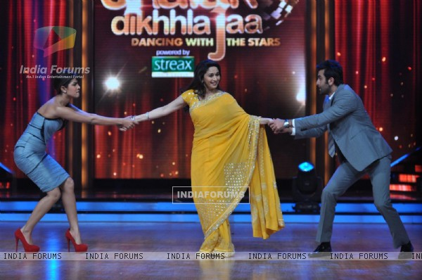 Priyanka Chopra, Madhuri Dixit & Ranbir Kapoor at Film Promotion Barfi on Set of Jhalak Dikhhla Jaa
