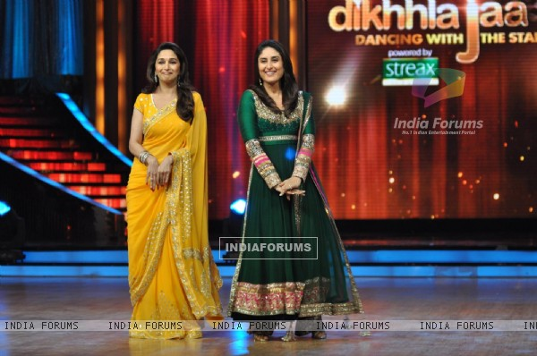 Madhuri Dixit and Kareena Kapoor at Film Promotion Heroine on Set Jhalak Dikhhala Jaa