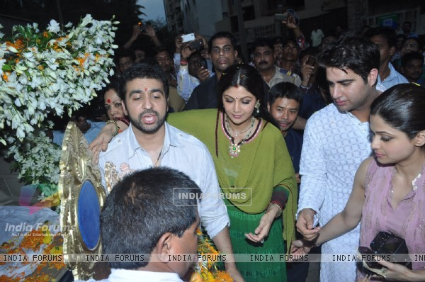 Raj Kundra and Shilpa Shetty at Shilpa Shetty's Ganpati Visarjan