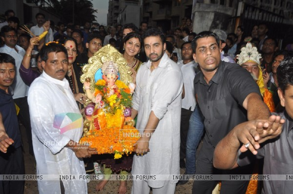 Raj Kundra and Shilpa Shetty at Ganpati Visarjan
