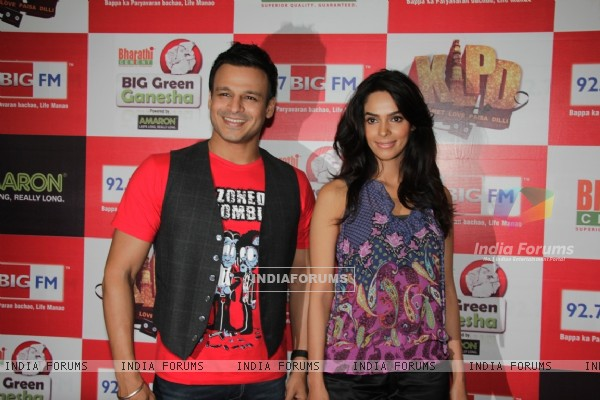 Vivek Oberoi and Mallika Sherawat at 92.7 BIG FM promoting film Kismat Love Paisa Dilli