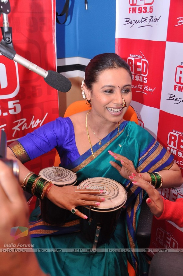 Rani Mukherji Promotes Aiyyaa at Red FM studio in Mumbai. (227736)