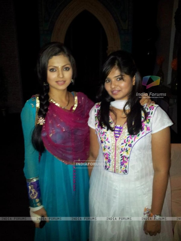 Drashti Dhami with Fan
