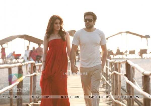 Still of Sagarika Ghatge and Emraan Hashmi in Rush (227813)