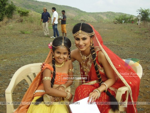 Anushka Sen and Mouni Roy