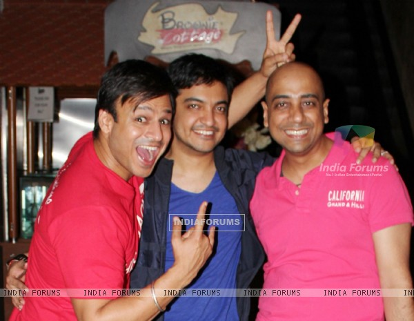 Bollywood actor Vivek Oberoi, Amit Chandra and Director Sanjay Khanduri at the launch of their latest movie Kismat Love Paisa Dilli (KLPD) in Mumbai.