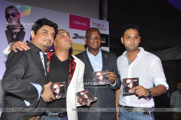 Bollywood singer and composer Neeraj Shridhar, International music composed and singer Kissh and Pule Isaac Malefane, Counsil general, South African Embassy during the launch of his debate music album LADY at ky Lounge in Juhu in Mumbai.