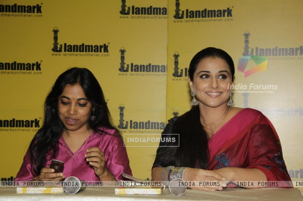 Bollywood actress Vidya Balan launches novel 'Unhooked' by Munmun Ghosh at Landmark Store in Infiniti Mall in Andheri, Mumbai.