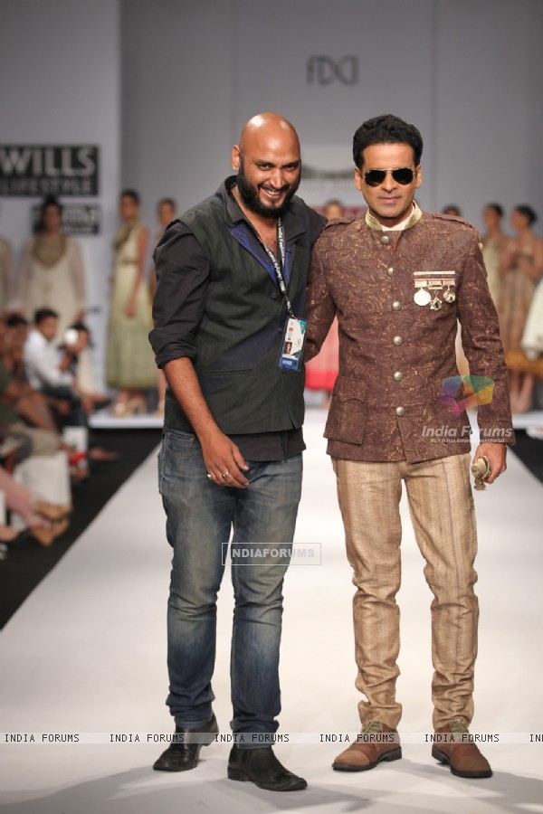 Bollywood actor Manoj Bajpayee designer Samant Chauhan show at Wills Lifestyle India Fashion Week -2013, In New Delhi (Photo: IANS/Amlan)