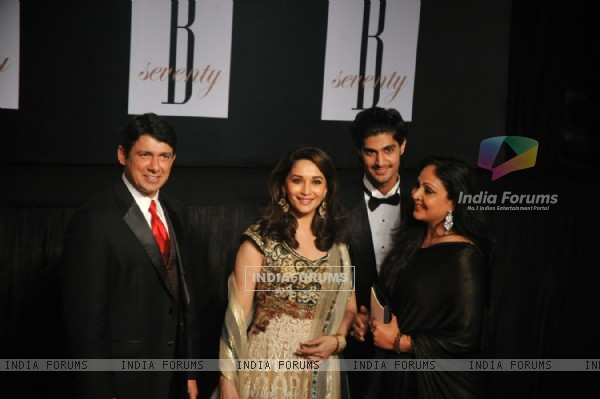 Sriram Nene, Madhuri Dixit, Rati Agnihotri, Tanuj Virwani at Amitabh Bachchan's 70th Birthday Party