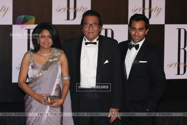 Vinod Khanna with wife Kavita and son Rahul Khanna at Amitabh Bachchan's 70th Birthday Party