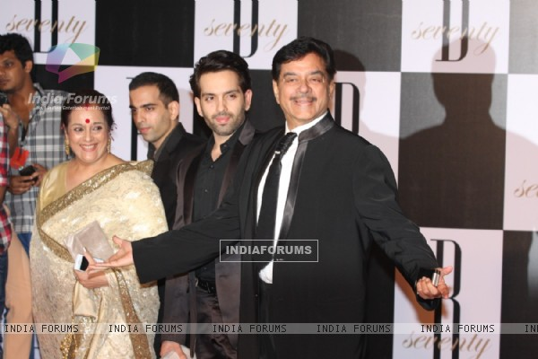 Shatrugan Sinha with wife Poonam Sinha and son at Amitabh Bachchan's 70th Birthday Party
