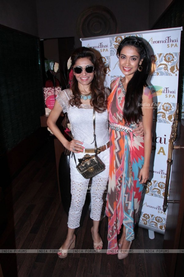 Bollywood actress Sarah Jane Dias with socialite Queenie Singh at Aroma Spa launch at Palladium Mall in Lower Parel, Mumbai.