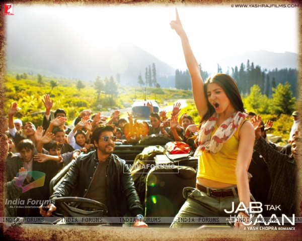 Shah Rukh Khan and Anushka Sharma in Jab Tak Hai Jaan (232812)