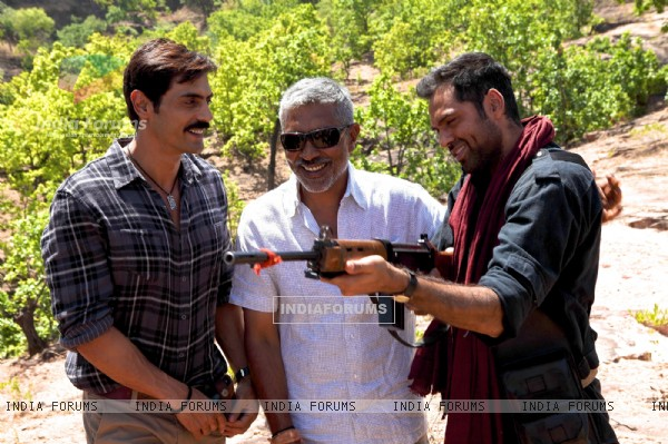 Abhay Deol, Arjun Rampal and Prakash Jha on the set of Chakravyuh.