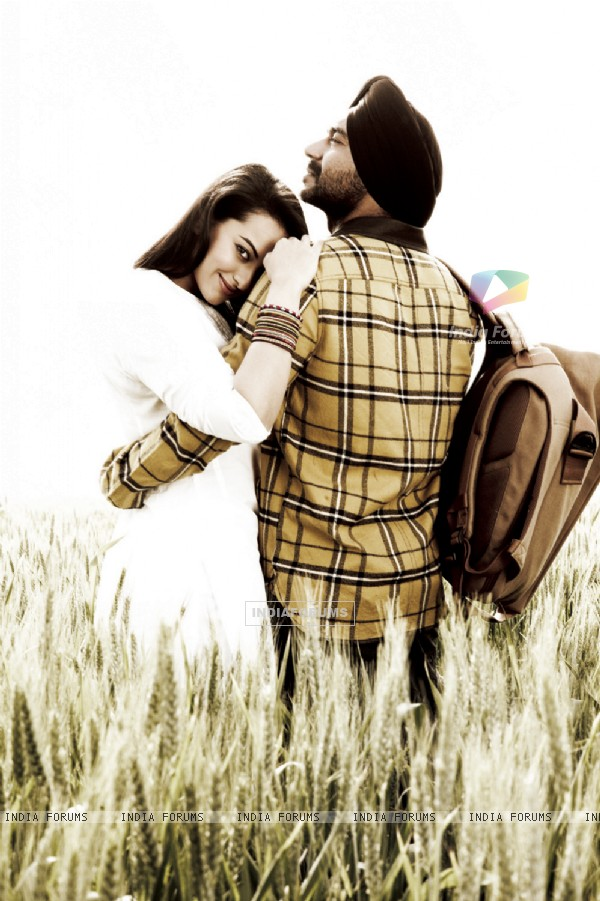 Ajay Devgn and Sonakshi Sinha in Son of Sardaar (233142)