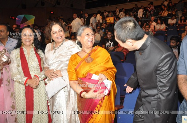 Ila Arun, Kirron Kher, Jaya Bachchan, Zhang Yimou at Opening ceremony of 14th Mumbai Film Festival