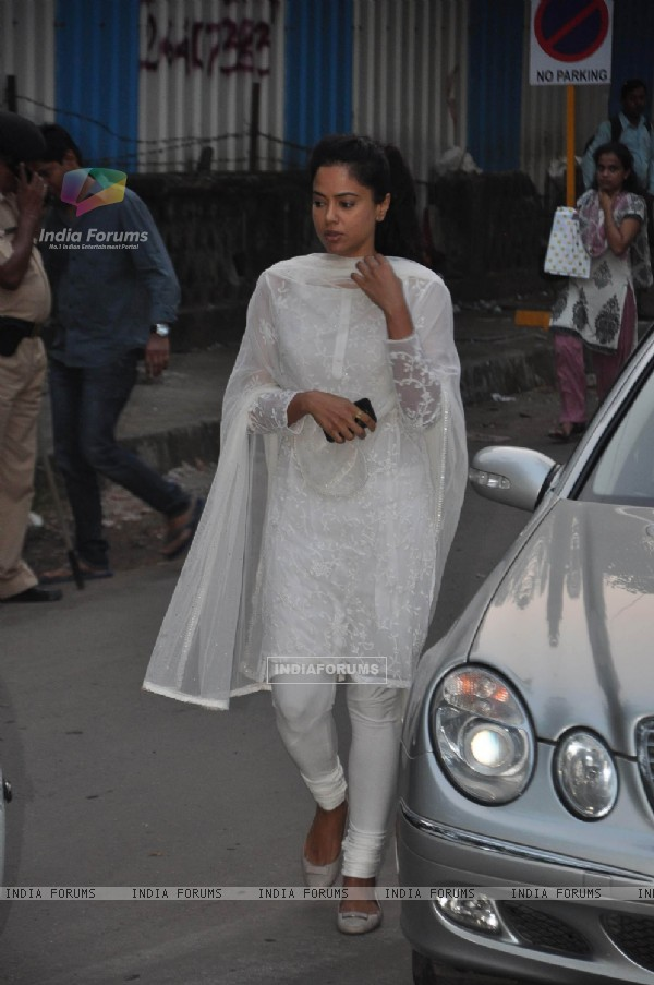 Sameera Reddy arrives at the Chautha Ceremony for filmmaker Yash Chopra