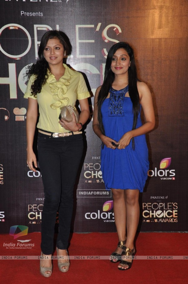 Drashti Dhami and Pallavi Purohit at Peoples Choice Awards 2012