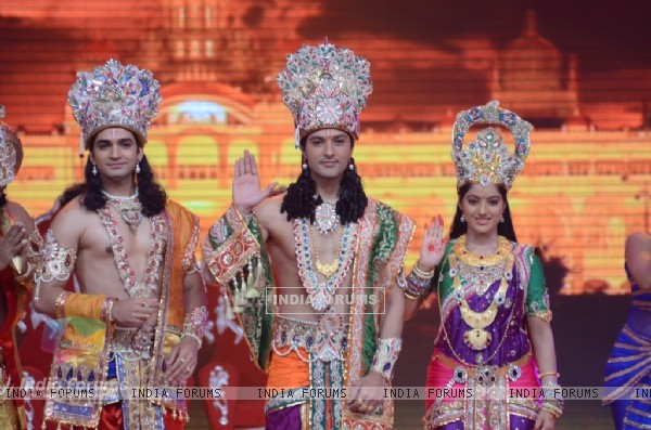 Vishal Singh, Anas Rashid and Deepika Singh at the legend of Diwali with Star Parivaar