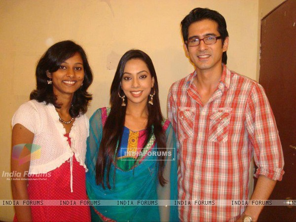 Samir & Melanie with a fan on the set of GHSP