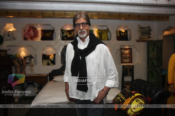 Amitabh Bachchan visits Bioscopewalli Art Showroom