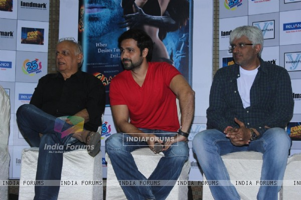 Mahesh Bhatt, Emraan Hashmi and Vikram Bhatt at Film Raaz 3 DVD Launch