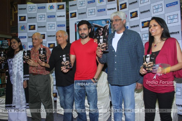 Mahesh Bhatt, Emraan Hashmi, Vikram Bhatt and Mukesh Bhatt at Film Raaz 3 DVD Launch (237844)
