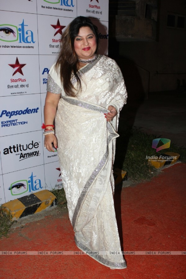 Dolly Bindra at ITA Awards 2012