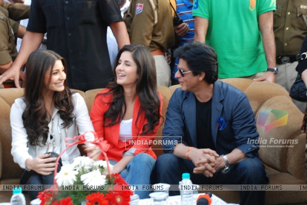 Shahrukh, Katrina & Anushka visit Yash Chopra's hometown, to promote their film Jab Tak Hai Jaan