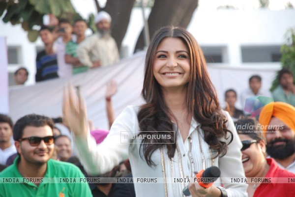 Anushka Sharma visit Jalandhar, Yash Chopra's hometown, to promote their film Jab Tak Hai Jaan