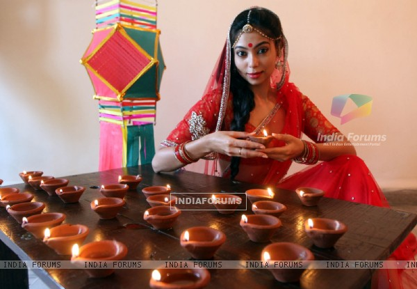 Anangsha Biswas special photo shoot of Diwali celebrations with fire crackers in Mumbai