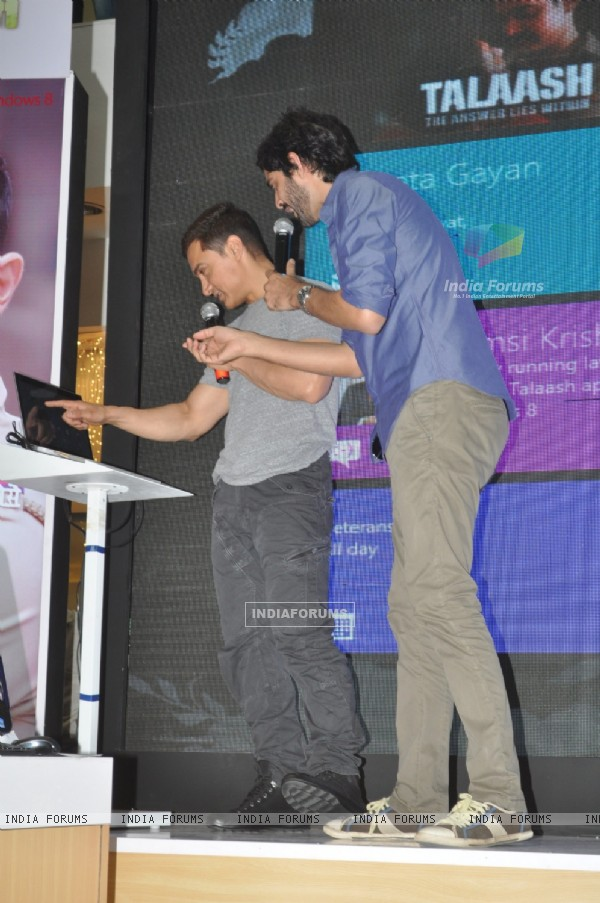 Aamir Khan and Gaurav Kapoor promotes film Talaash with Microsoft Windows 8