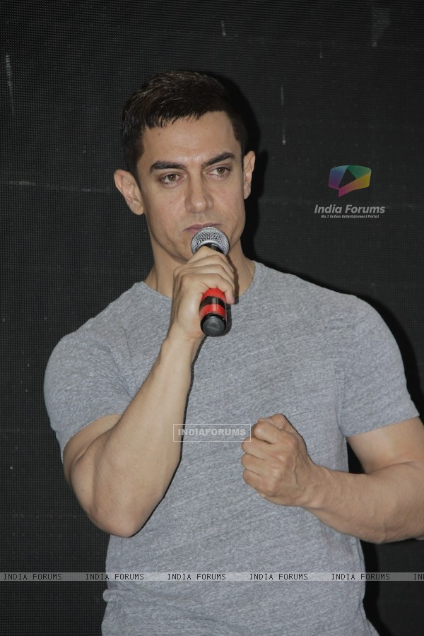 Aamir Khan promotes film Talaash with Microsoft Windows 8