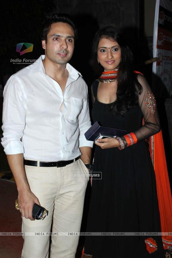 Additi Gupta & Mohammad Iqbal Khan at Zee Rishtey Awards 2012