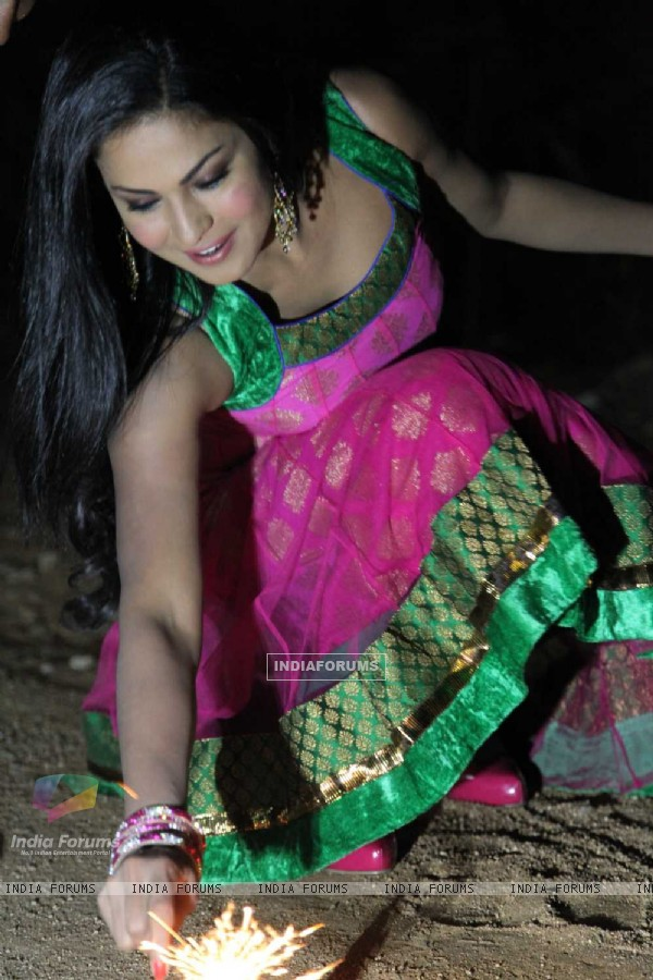 Rocket of Bollywood Veena Malik Boom�s in Hyderabad