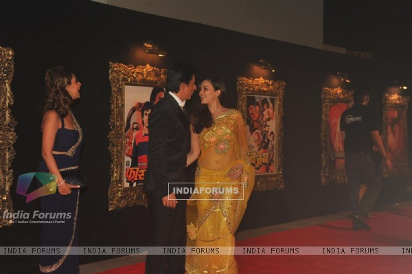 Gauri Khan, Shahrukh Khan and Preity Zinta at Red Carpet for premier of film Jab Tak Hai Jaan