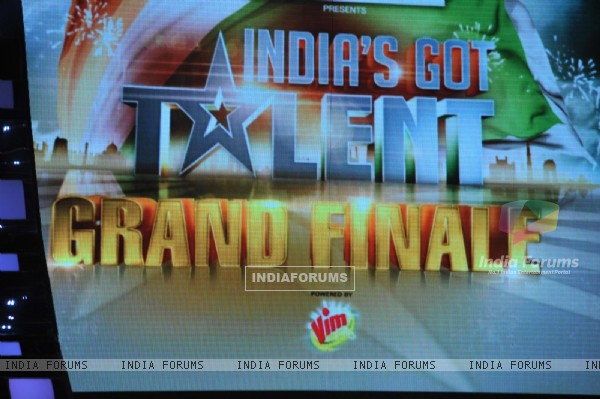 sets of India's Grand Finale shoot of India's Got Talent during the promotion of their film Jab Tak Hai Jaan