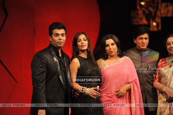 Karan, Malaika, Farah, Shahrukh & Kirron at India's Got Talent to promote Jab Tak Hai Jaan