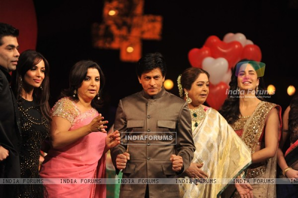 Shah Rukh, Katrina, Anushka promote Jab Tak Hai Jaan on the show India's Got Talent