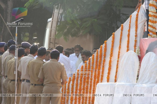 Amitabh Bachchan at Funeral of Shiv Sena Supremo Balasaheb Thackeray