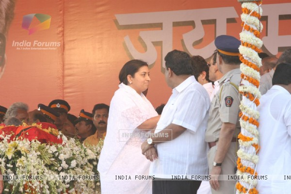 Smriti Irani at Funeral of Shiv Sena Supremo Balasaheb Thackeray