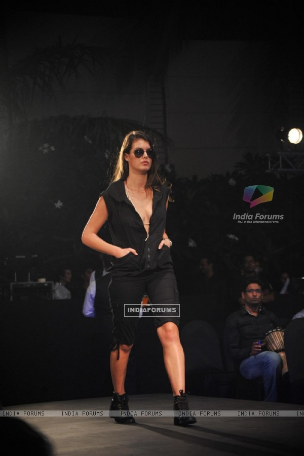'Live Fashionably' Fashion Show