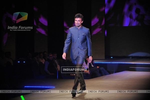 Rahul Dev at 'Live Fashionably' Fashion Show