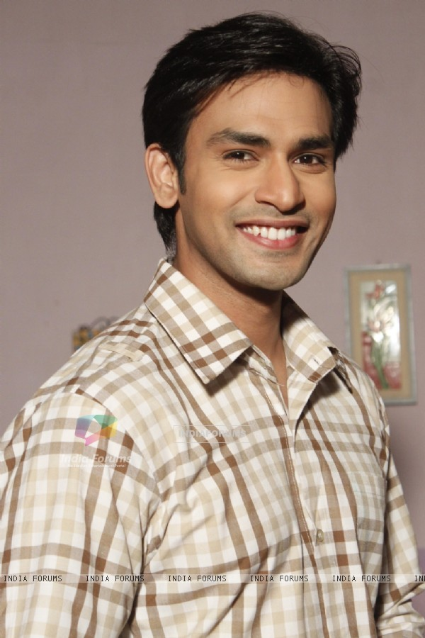 Naman Shaw as Anuj in Kairee - Rishta Khatta Meetha