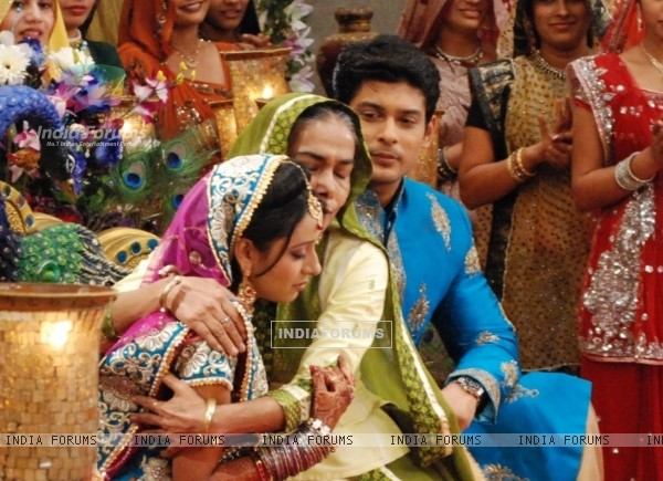 Dadisa with Shiv and Anandi at their Sangeet Ceremony in Balika Vadhu