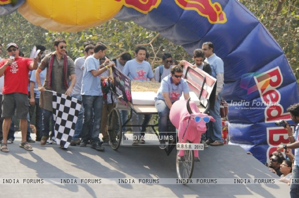 Imran Khan flags off the India's first RedBull Soapbox Race 2012 in Mumbai